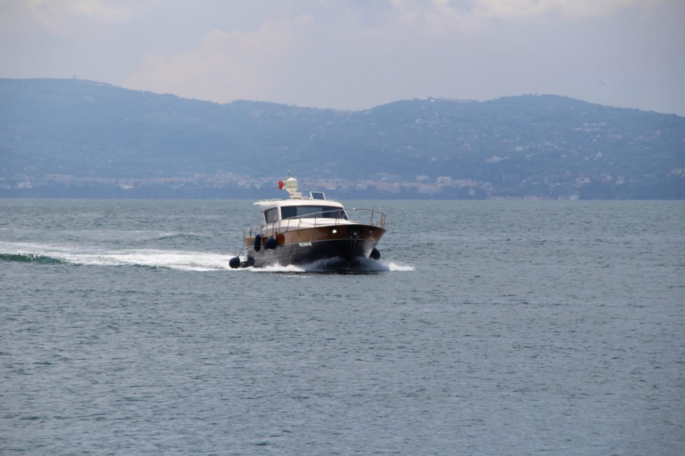 Rental Motorboat cantieri di donna with a permit
