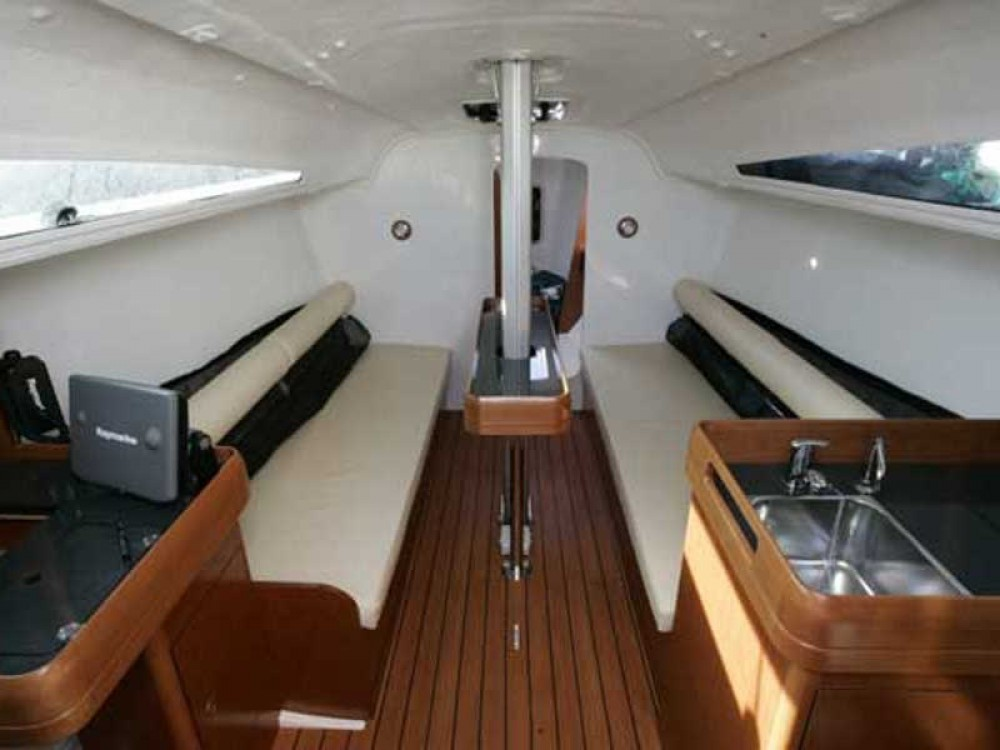 Hire Sailboat with or without skipper Jeanneau Zeebrugge