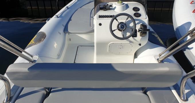 Rent a Motonautica-Vesuviana MV 570 Comfort Saint-Florent