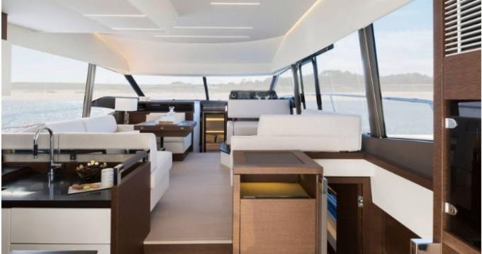 Boat rental Prestige Prestige 520 Fly in La Trinité-sur-Mer on Samboat