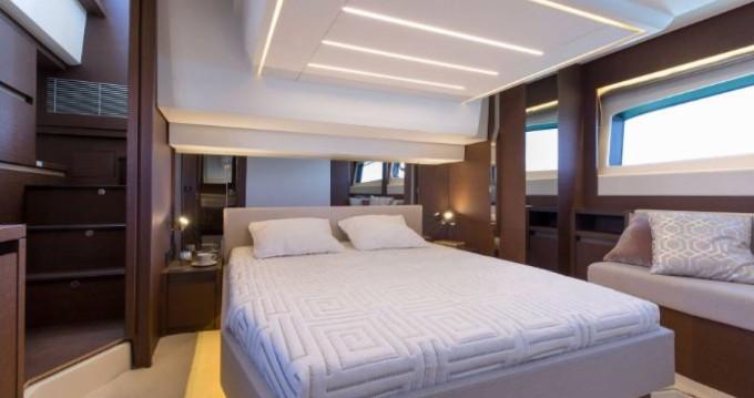 Boat rental La Trinité-sur-Mer cheap Prestige 520 Fly