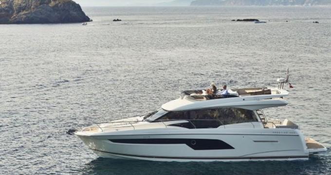 Rent a Prestige Prestige 520 Fly La Trinité-sur-Mer
