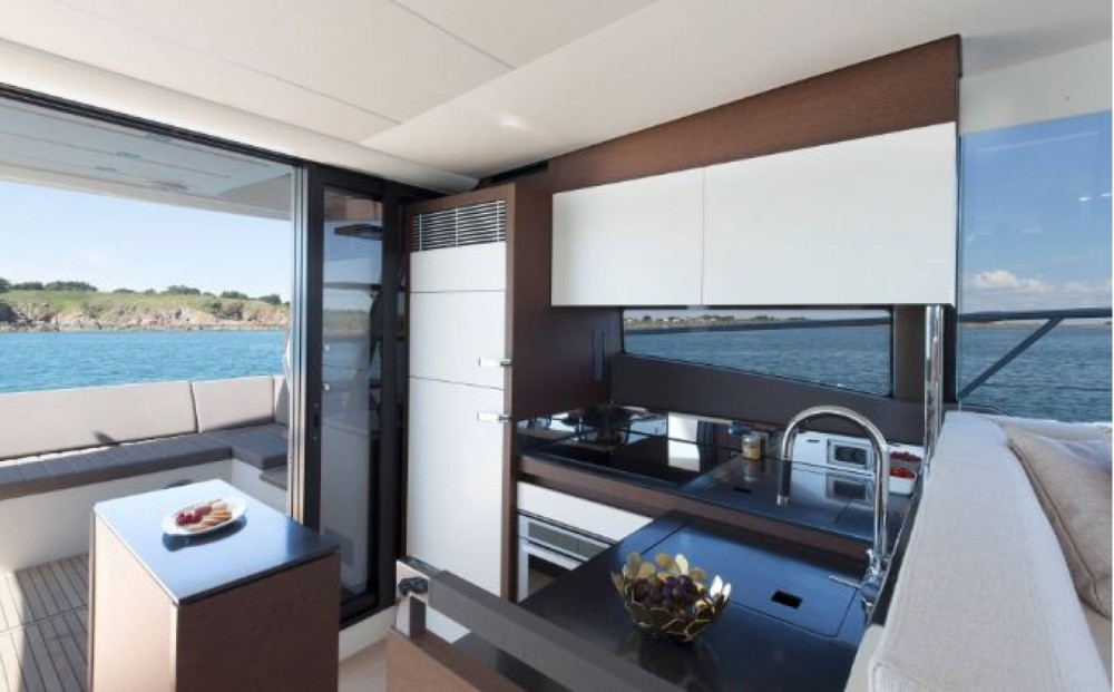 Boat rental Prestige Prestige 520 Fly in La Trinité-sur-Mer on Samboat