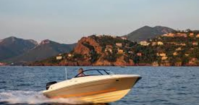 Bayliner VR4 between personal and professional Cannes