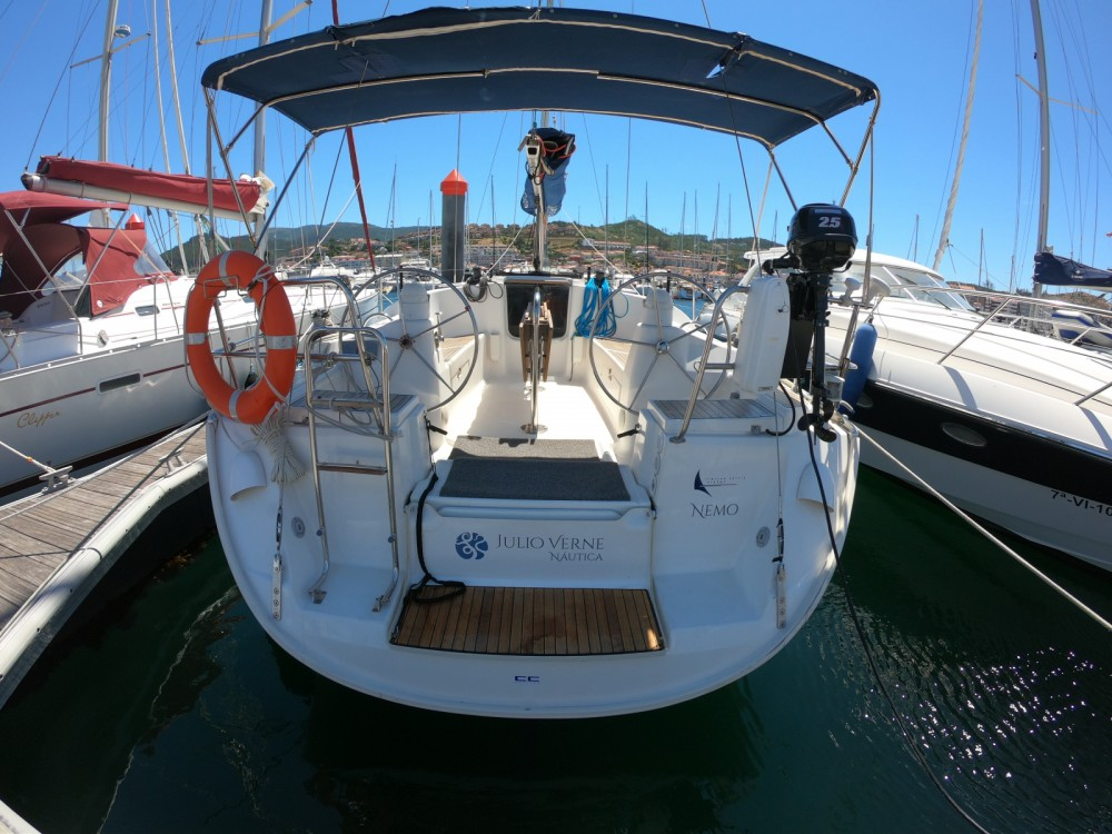 Sailboat for rent Bayona at the best price