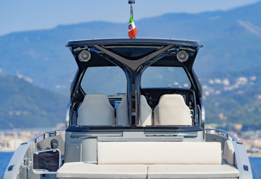 Rental Motorboat Sacs with a permit