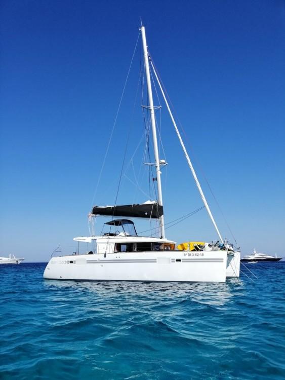 Boat rental Lagoon Lagoon 450 F - 4 + 1 cab. in Balearic Islands on Samboat