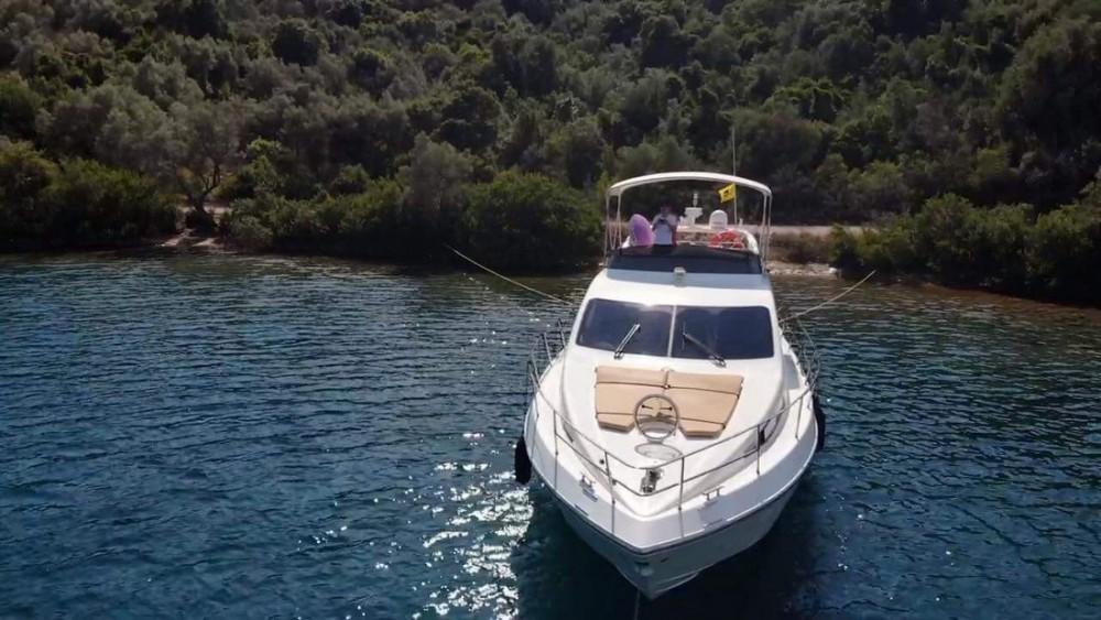 Boat rental Azimut-Benetti-Yachts Azimut 46 Fly in Ionian Islands on Samboat
