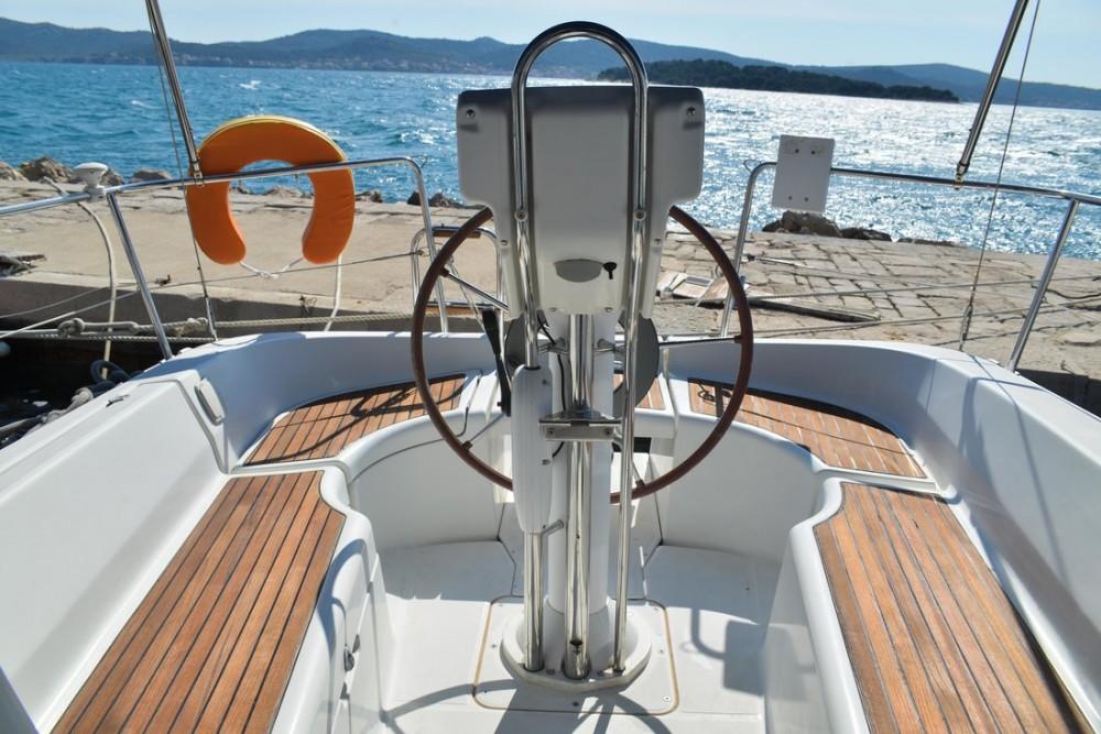 Rental yacht Croatia - Bénéteau Oceanis Clipper 323 on SamBoat