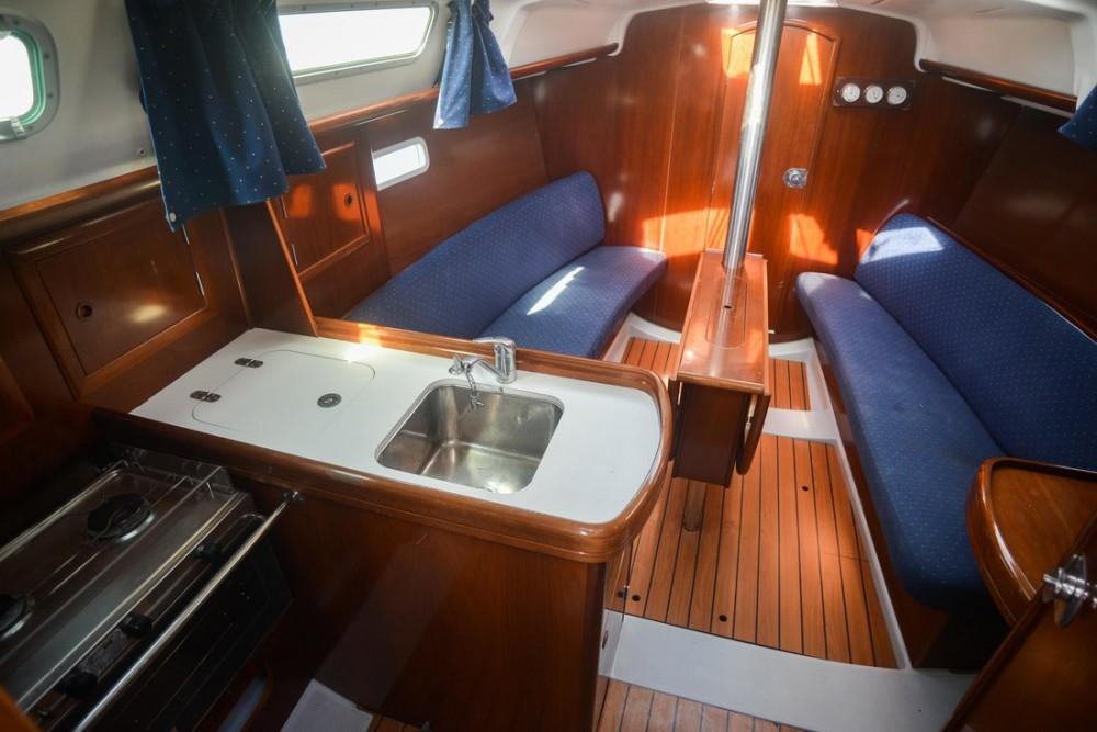 Boat rental Bénéteau Oceanis Clipper 323 in Croatia on Samboat
