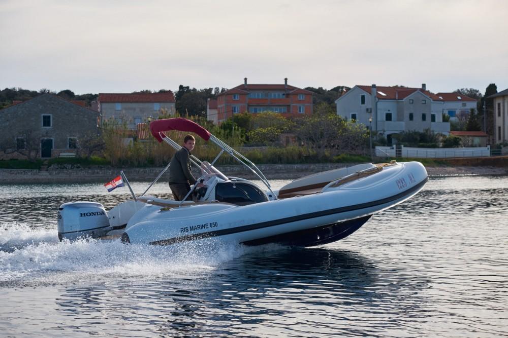 Boat rental Ris Marine Ris Marine Exclusive 650 in Primorsko-Goranska Županija on Samboat