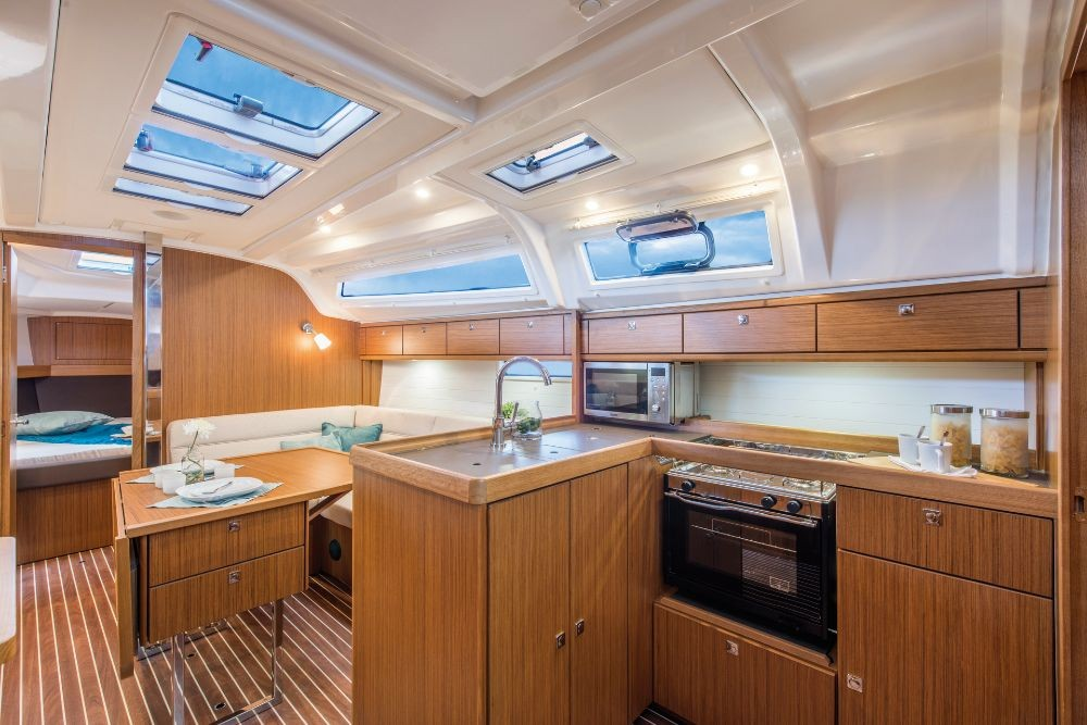 Bavaria Bavaria Cruiser 37 - 3 cab. between personal and professional Ródos