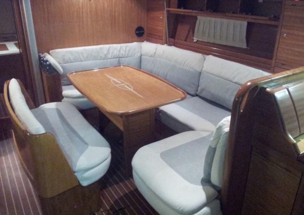 Rental Sailboat in San Vincenzo - Bavaria Bavaria 42 Cruiser