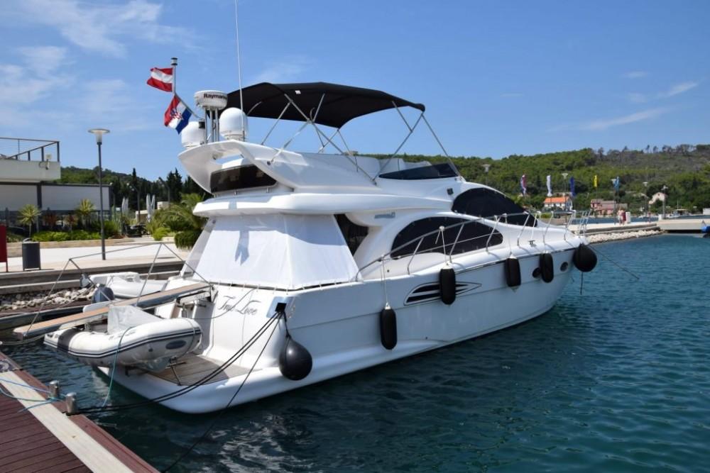 Rent a Astondoa Astondoa 43 GLX FLY Grad Zadar