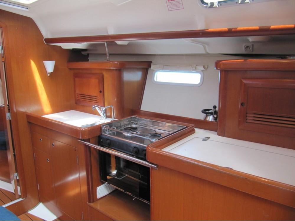 Rental yacht Croatie - Bénéteau Oceanis Clipper 393 on SamBoat