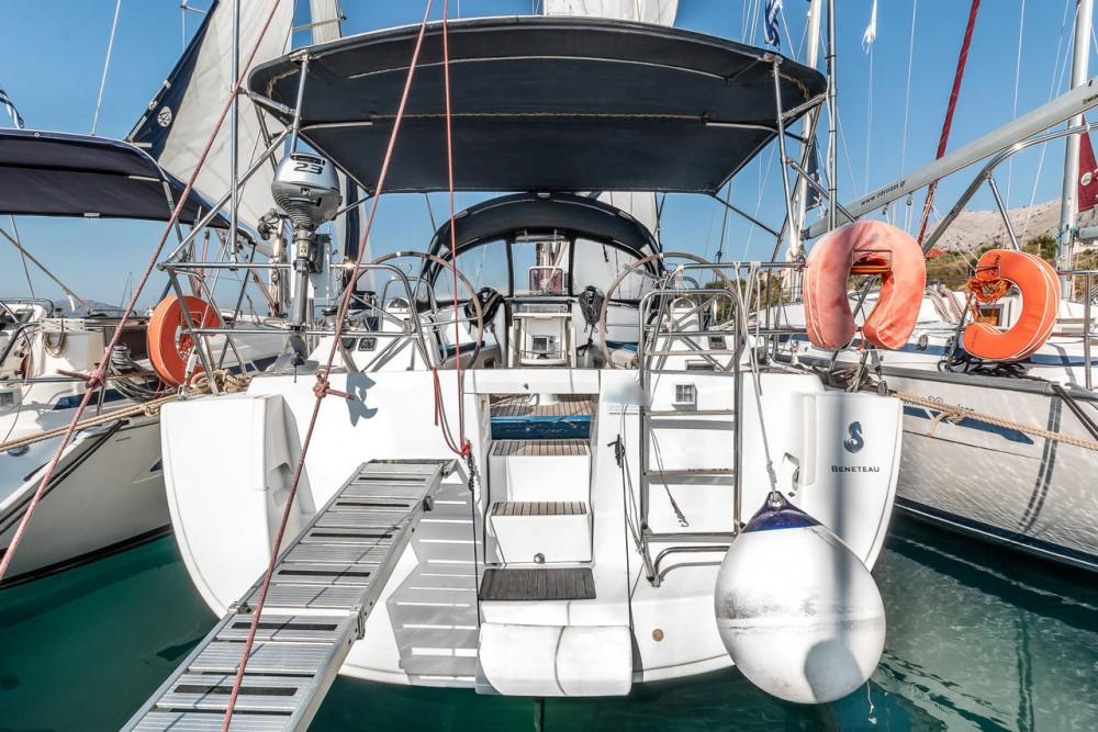 Boat rental Bénéteau Oceanis 43 - 3 cab. in Ionian Islands on Samboat
