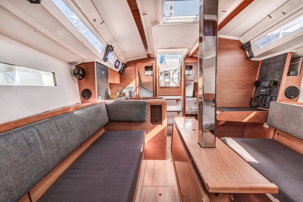 Jeanneau Sun Odyssey 349 between personal and professional Corfú