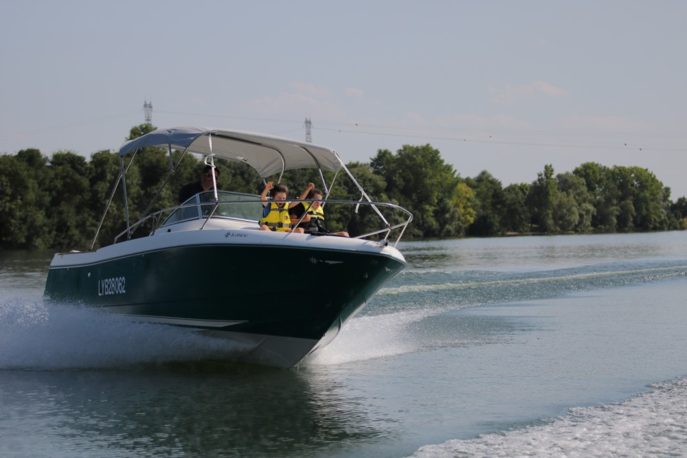 Hire Motorboat with or without skipper Jeanneau Mâcon