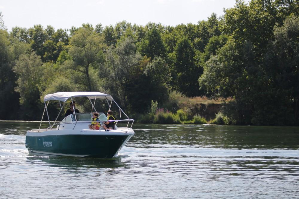 Rental yacht Mâcon - Jeanneau Cap Camarat 725 WA on SamBoat