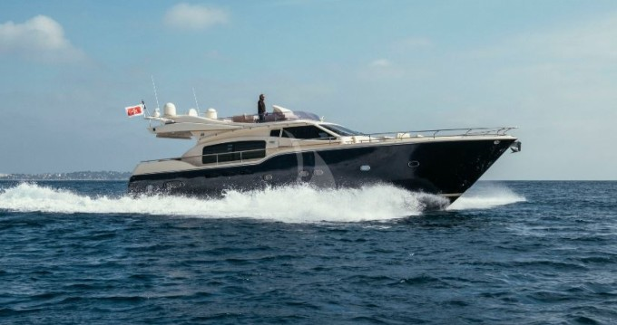 Ferretti Altura 690 between personal and professional Cannes