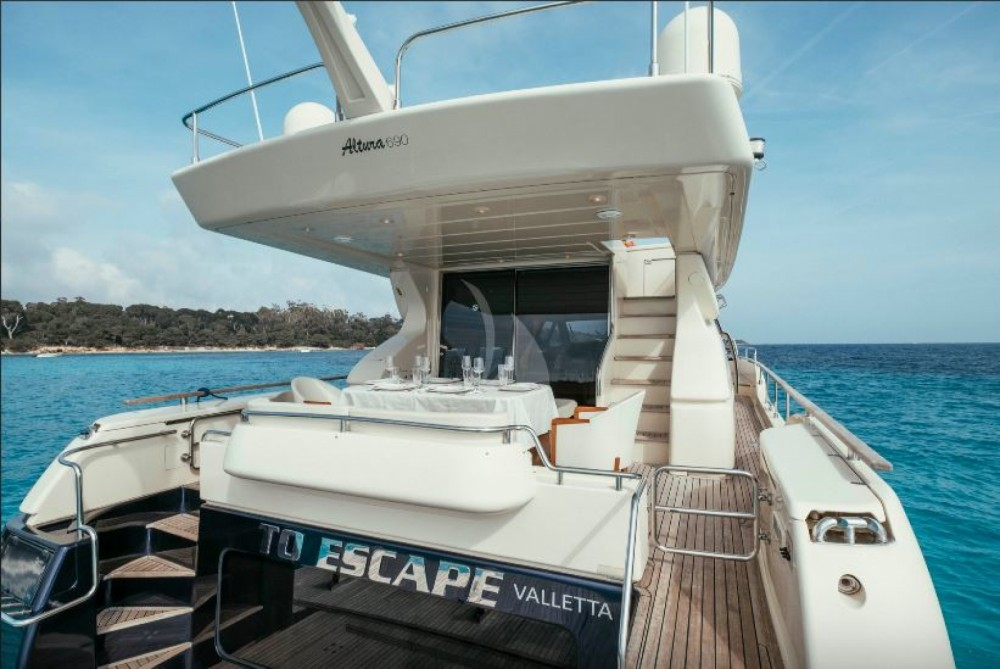 Hire Yacht with or without skipper Ferretti Cannes