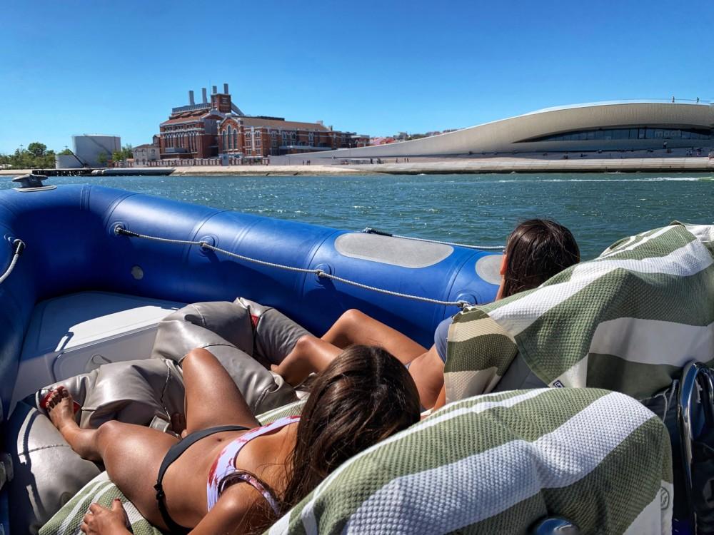 Boat rental Valiant DR 750 in Lisbon on Samboat