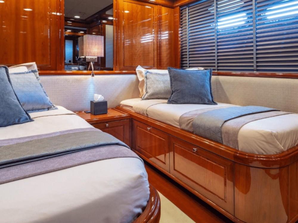 Rental Yacht in Álimos -  Posillipo Technema 95S