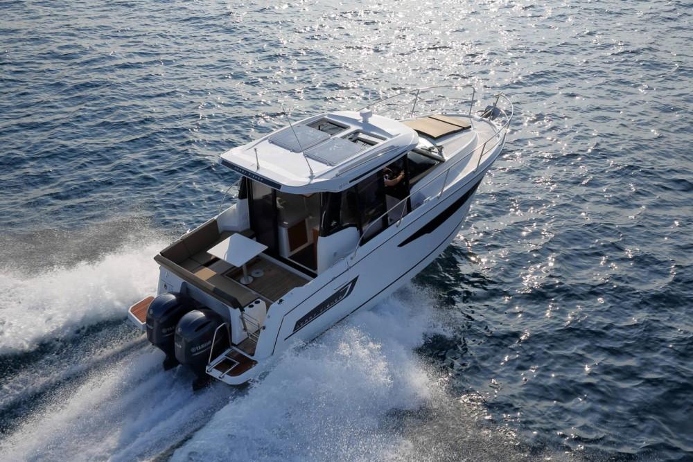 Rental Motorboat in La Trinité-sur-Mer - Jeanneau Merry Fisher 895