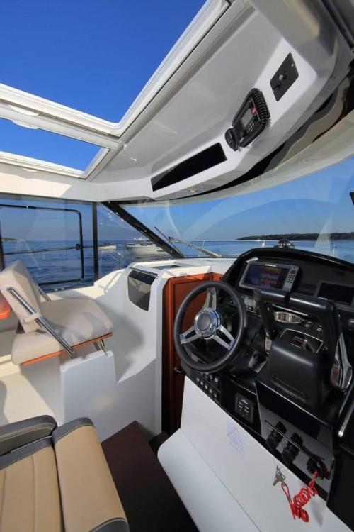 Motorboat for rent La Trinité-sur-Mer at the best price