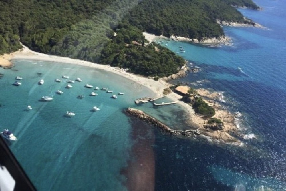 Rental yacht Roquefort-les-Pins - Jeanneau Cap Camarat 625 on SamBoat