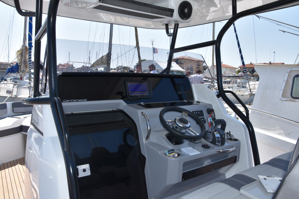 Motorboat for rent Capbreton at the best price