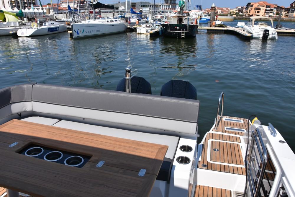 Rental Motorboat in Capbreton - Jeanneau Cap Camarat 9.0 CC