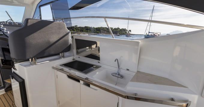 Boat rental Galeon Galeon 365 HTS in Mandelieu-la-Napoule on Samboat