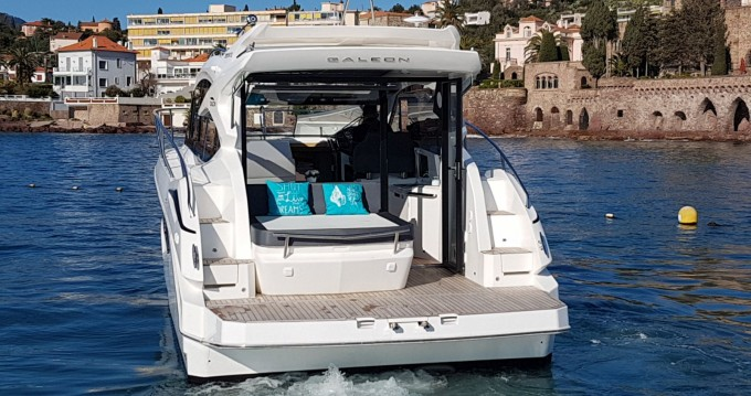 Rental Motorboat Galeon with a permit