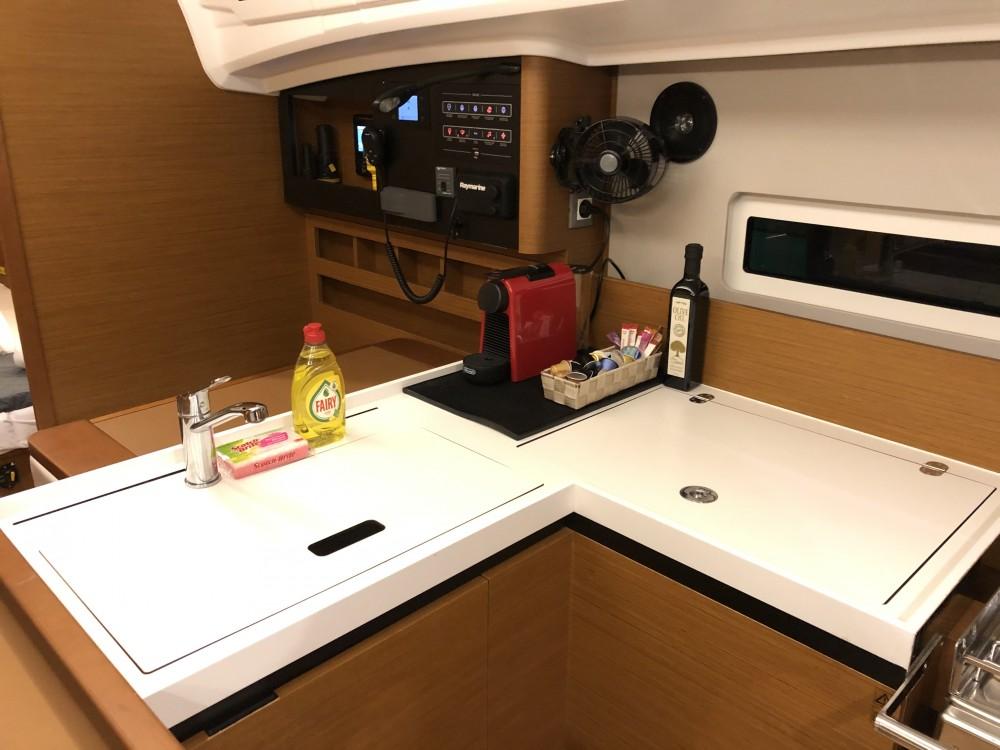 Boat rental Jeanneau Sun Odyssey 410 ( INVENTER)  in Álimos on Samboat