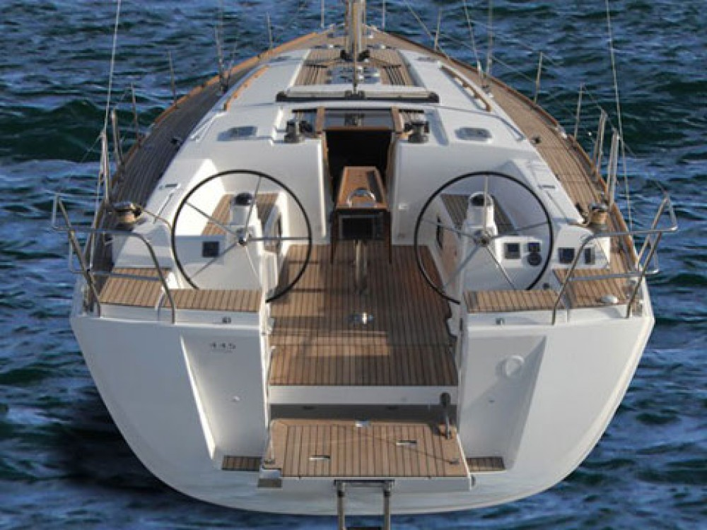 Dufour Dufour 445 GL between personal and professional