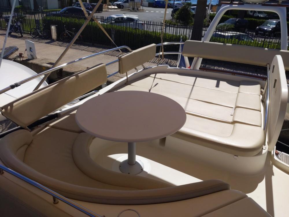 Rental Motorboat in Saint-Laurent-du-Var - Jeanneau Prestige 46