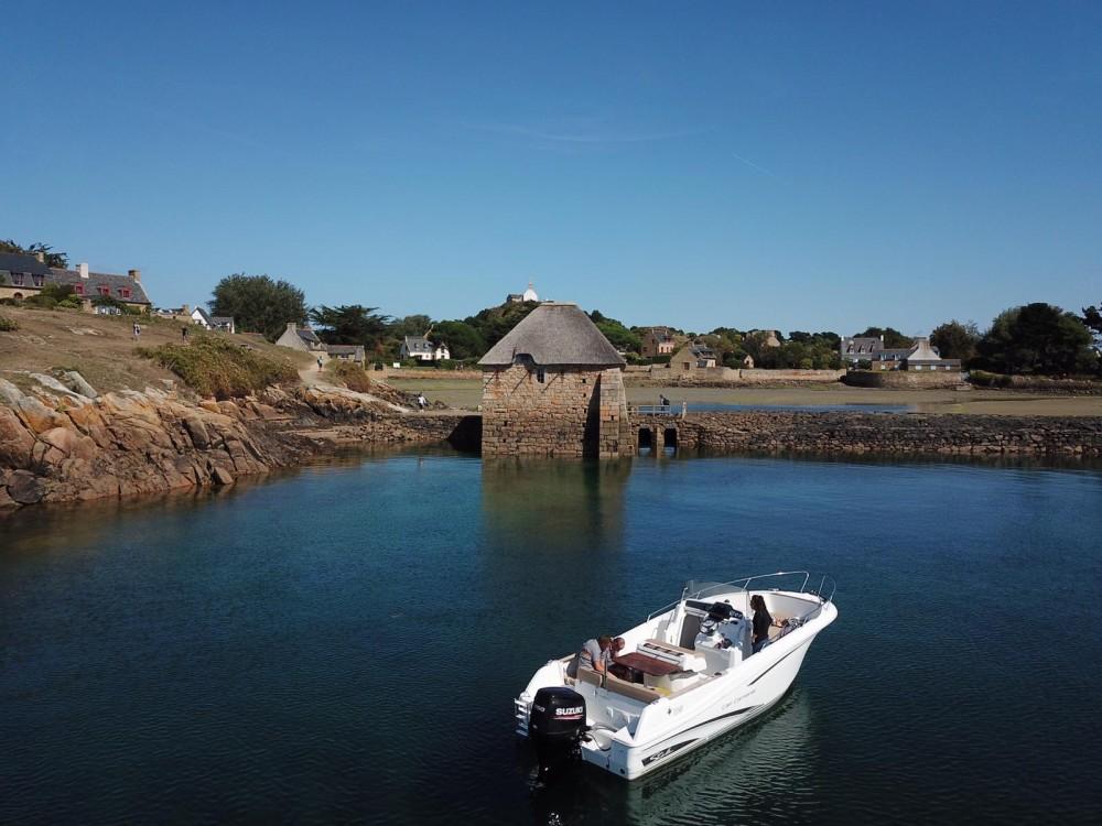 Rental Motorboat in Lézardrieux - Jeanneau Cap Camarat 7.5 CC