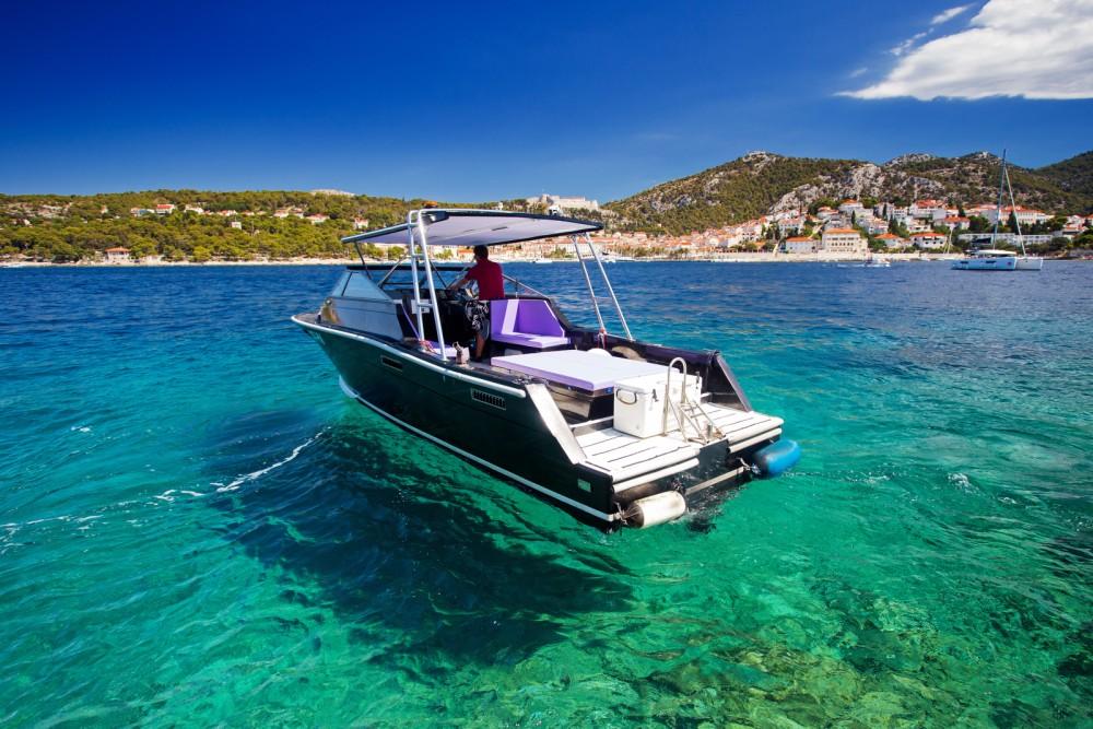 Rental Motorboat in Hvar - Bayliner Trophy