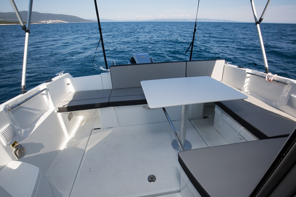 Hire Motorboat with or without skipper Jeanneau Medulin