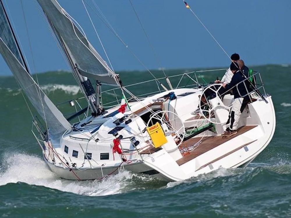 Rent a Bavaria Bavaria 40 Cruiser S Palamós
