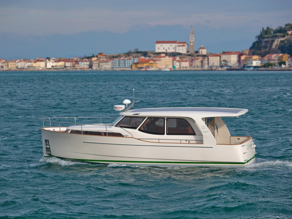 Seaway Greenline 33 between personal and professional
