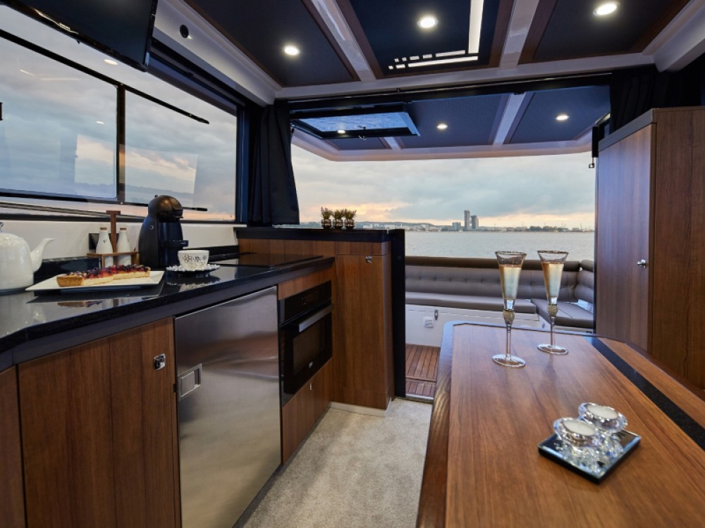 Northman 1200 Elegance Flybridge between personal and professional