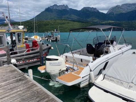 Motorboat for rent Saint-Jorioz at the best price