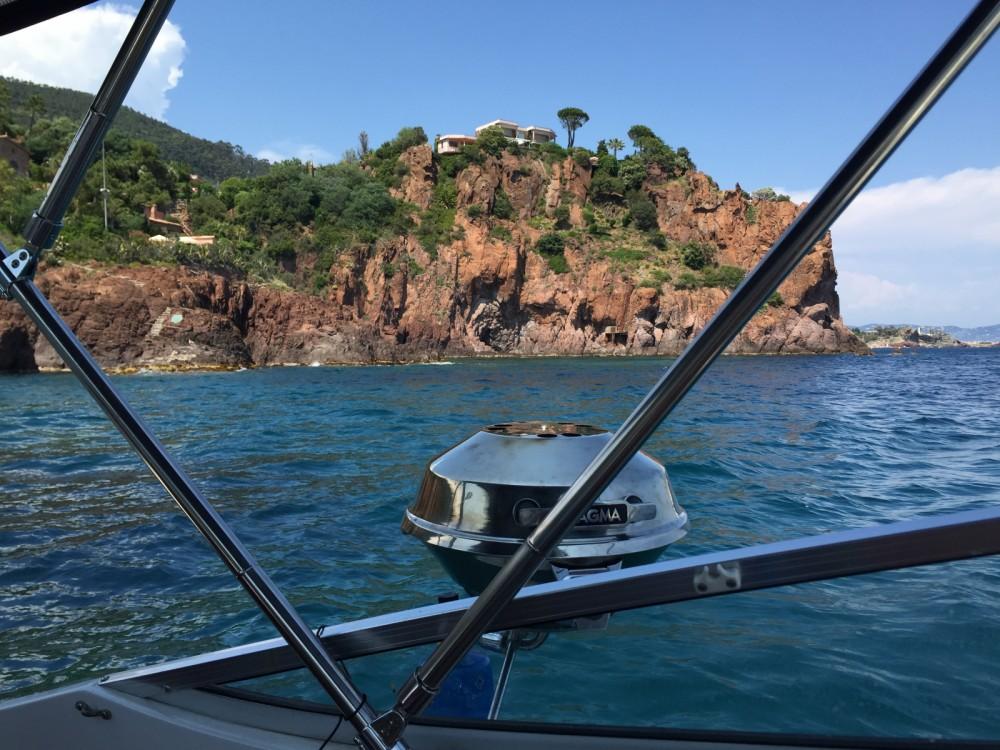 Motorboat for rent Mandelieu-la-Napoule at the best price
