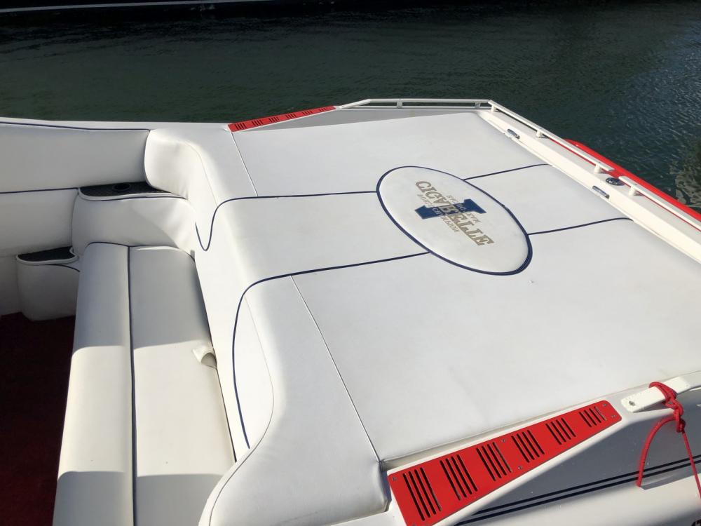 Boat rental Saint-Tropez cheap BULLIT 31