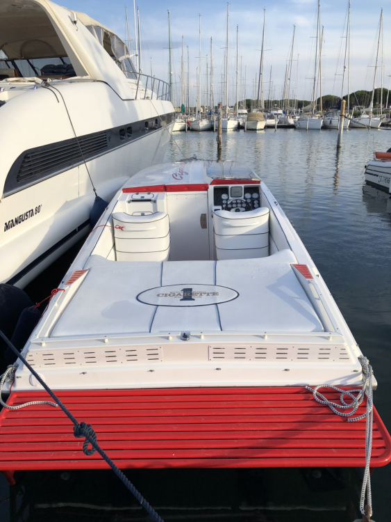 Rental Motorboat Cigarette with a permit