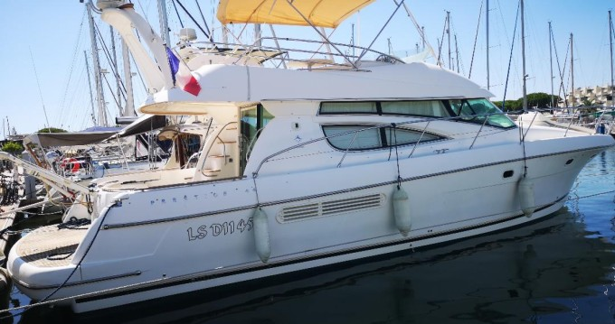 Rental Motorboat in Le Grau-du-Roi - Jeanneau Prestige 460 Fly