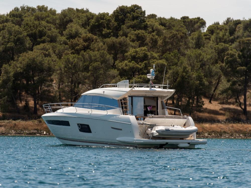 Motorboat for rent Šibenik at the best price