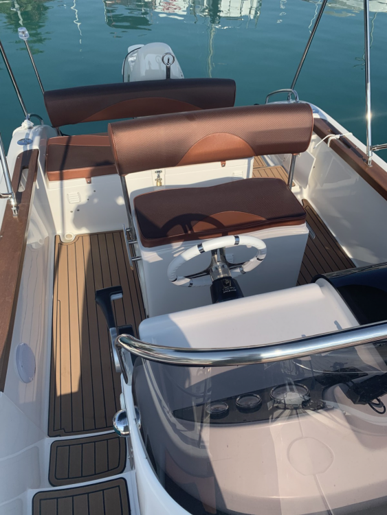 Boat rental Aquabat SPORT INFINITY 21 in Saint-Laurent-du-Var on Samboat
